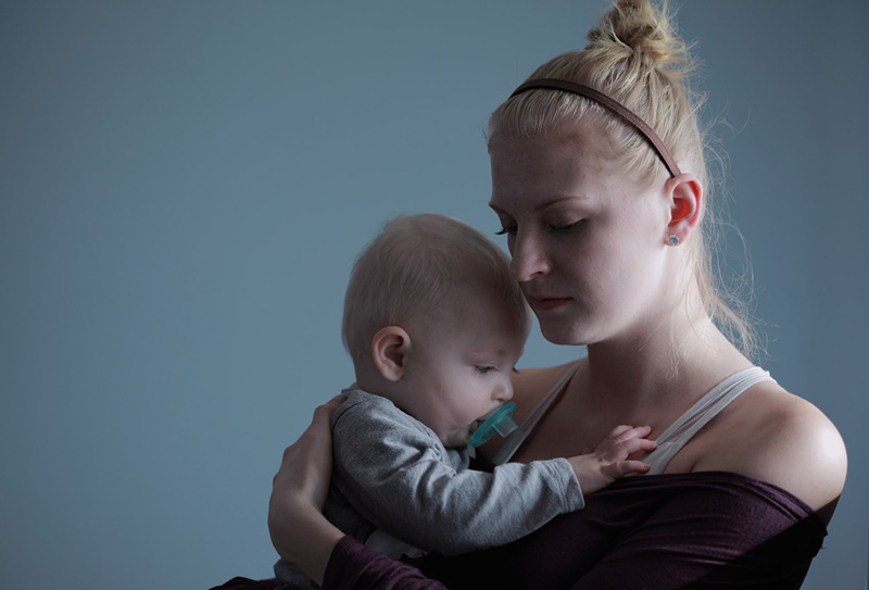 γυναίκα με βρέφος που εκτίθεται σε ενδοοικογενειακή βία έχει πιο αργή γνωστική ανάπτυξη