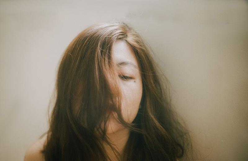 γυναίκα θύμα κακοποίησης εμφανίζει την μεταψυχολογία του θύματος και του θύτη