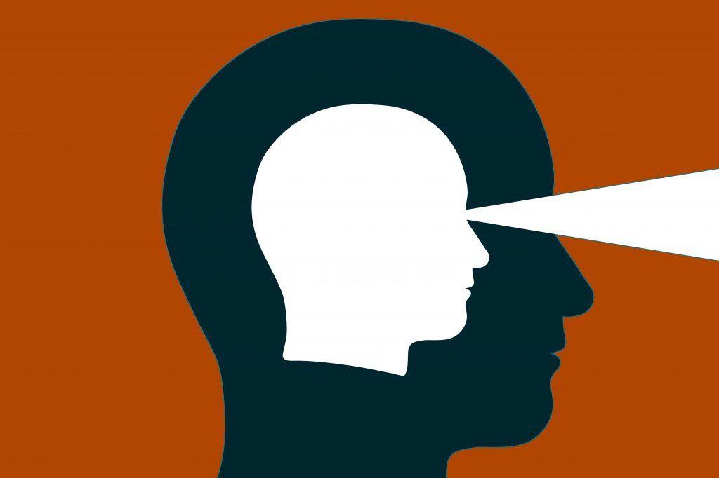 φιγούρα ανθρώπινου κεφαλιού σε λευκό χρώμα με μία λευκή γραμμή που απεικονίζει ότι βλέπει μέσα σε ένα περίγραμμα μαύρου ανθρώπινου κεφαλιού σε κεραμιδί φόντο